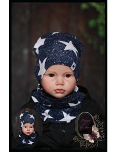 Комплект для мальчика с белыми звездами (удлиненная шапка и снуд)
