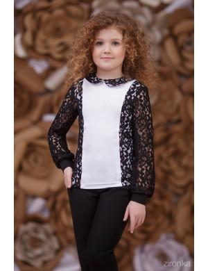 Блузка белого цвета с черным кружевом
